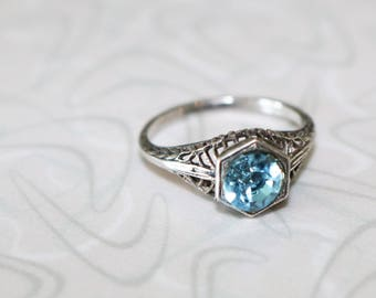 Vintage Sterling Deco Ring With Blue Stone in Filigree Setting