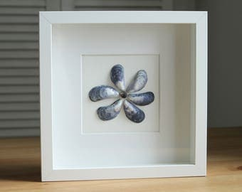 Flower made with Mussel shells - Pebble Art - Gift for her - Wall decoration - Home decor - Handmade - Gift for mum
