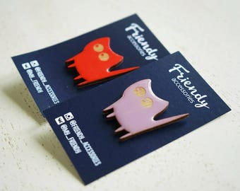 Wooden colourful cat pins, fashionable accessory, colourful detail