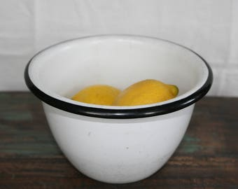 Enamelware Bowl / Vintage Enamel / Farmhouse Decor