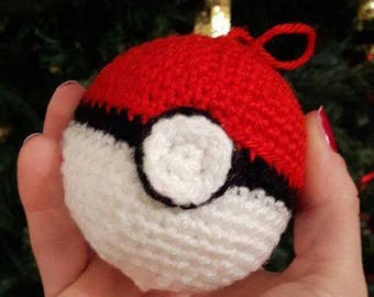 Poké Ball Amigurumi also perfect as Christmas decoration