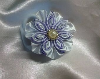 Scrunchie kanzashi flower in purple and white satin ribbon and a rhinestone heart