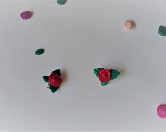 Small pin representing a red rose Fimo varnish