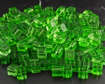 30 beads Cube glass green 6 x 6 x 6, hole: 1 mm