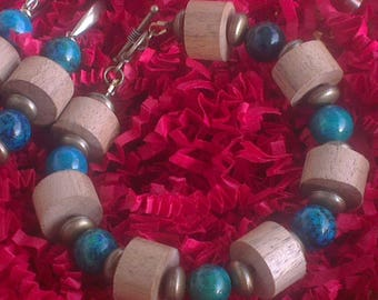 A bracelet and a pair of Walnut - azurites chrysocollas