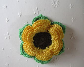 Flower and leaves crocheted in cotton