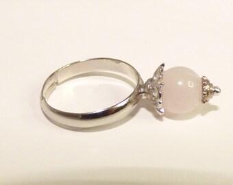 Adjustable ring with rose quartz stone