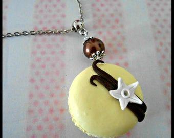 Vanilla macaroon necklace
