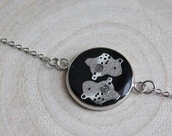Fine bracelet, round pendant 2 cm, resin and watch parts Steampunk