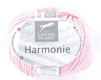 yarn colors 070 Petal Pink with white horse harmony