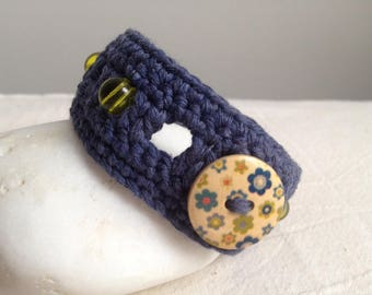 Bracelet crocheted blue cotton and beads