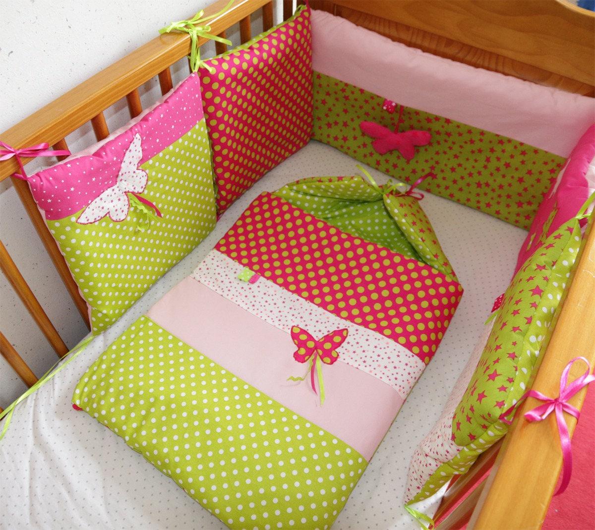 tour de lit papillons 5 coussins sur commande rose anis et. Black Bedroom Furniture Sets. Home Design Ideas