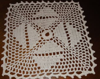 WHITE square DOILY 19 x 19 Cm new - handmade by myself