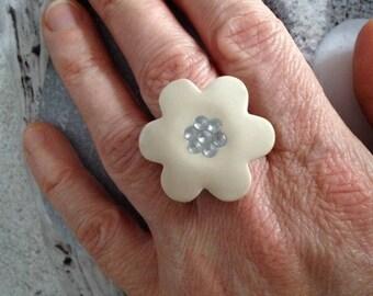 Beige flower and Crystal rhinestone ring