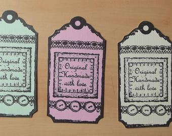 3 tags, 1 green, 1 pink and 1 for your scrapbooking creations.