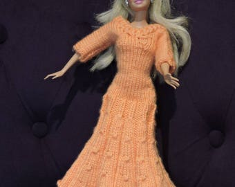 Long dress fitted on the top and bottom of the dress is flared, knitted by hands for Barbie
