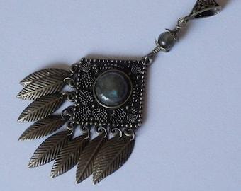 Eda Metal bronze color pendant and labradorite