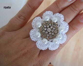 Ring adjustable white cotton crochet flower. 5cm. with beads