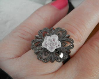 The vintage rose (black metal ring)