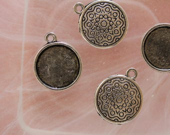 Pendant round cabochon silver plated support