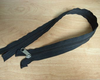 large zipper plastque black