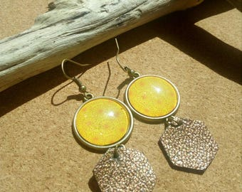 Sun cabochon and leather earring