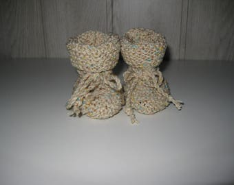 baby booties bottons wool