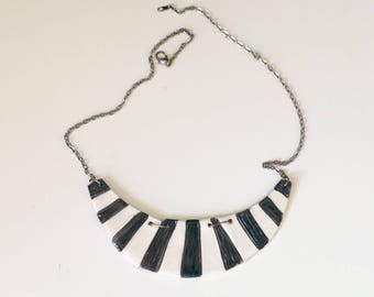 Stunning 3 pieces, handcrafted necklace, black and white