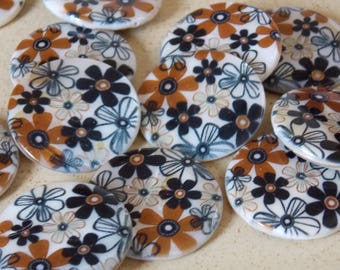 Round Pearl White Black and Brown flowers