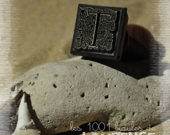 Wax seal - letter T