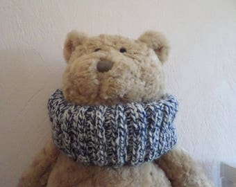 snood knitted with two yarns: Navy Blue and white