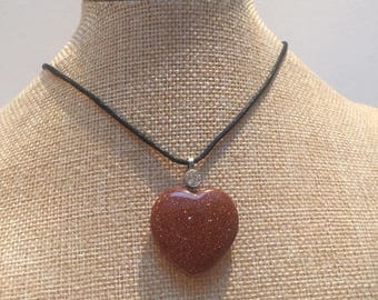 Stone heart stone gold cord necklace