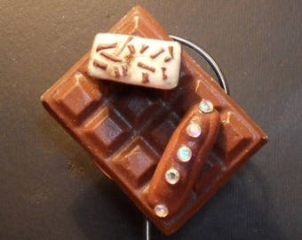 Its gourmet chocolate bar decorated with polymer clay magnet