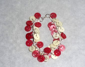 Bracelet gone up with buttons