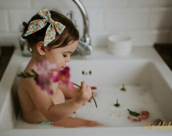 Sailor bow green flowers