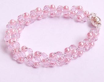 Pink bracelet made of faceted beads and round beads