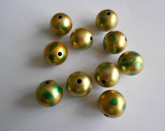 1 set of 10 beads acryliqes color green and gold