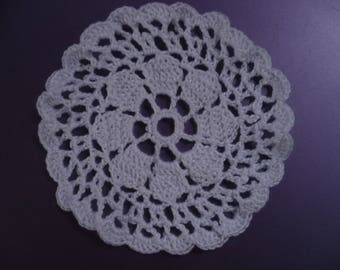Mini-napperon crochet white cotton, 8 centimeters in diameter