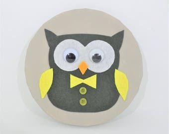 "Painting ""OWL"" felt gray and yellow"