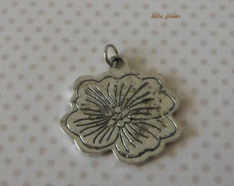 Antique silver pendant flower 3 cm
