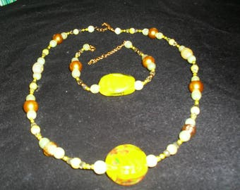 very colorful, stylish, original set (yellow and gold)