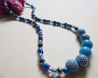 Necklace blue and turquoise beads
