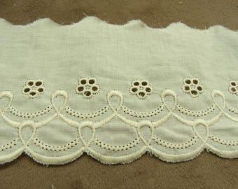 Embroidery anglaise ecru 7 cm