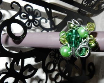 beaded green swirl ring