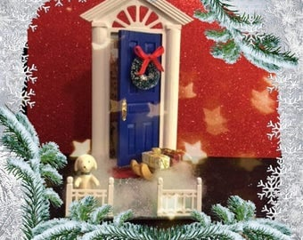 A Christmas welcome home. (Blue door)