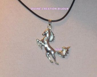 Necklace depicting a prancing horse
