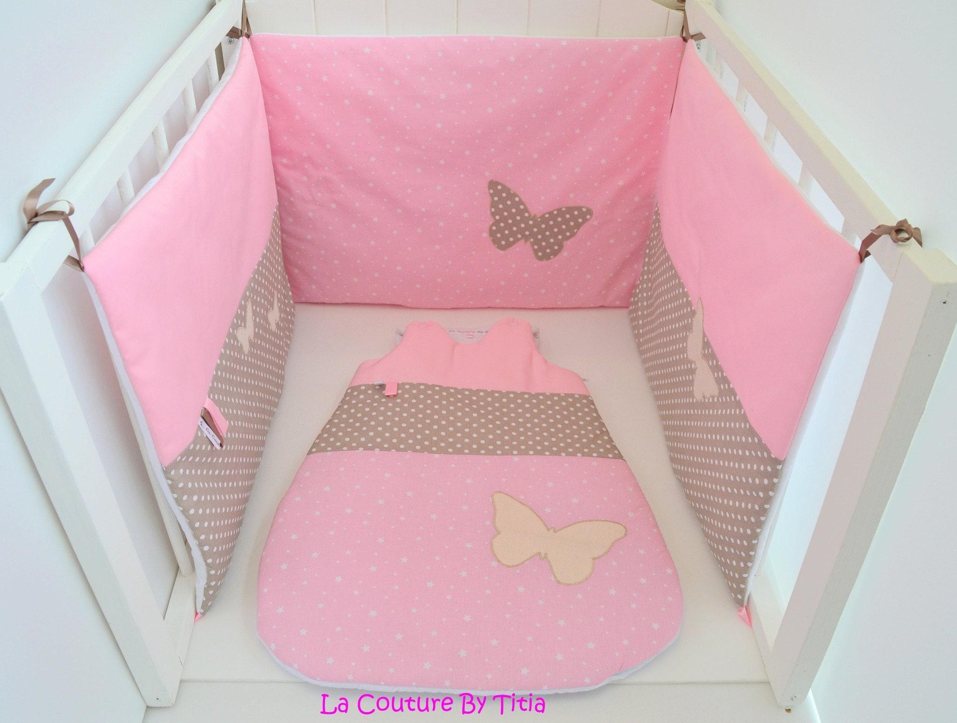 tour de lit et gigoteuse fait main papillon taupe et rose. Black Bedroom Furniture Sets. Home Design Ideas