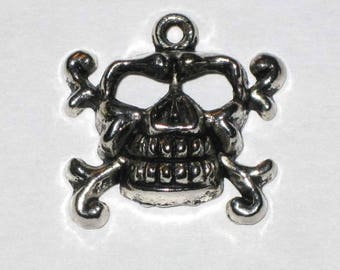 Silver plated Halloween skull pendant