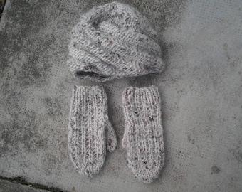 Set Hat plus mittens women