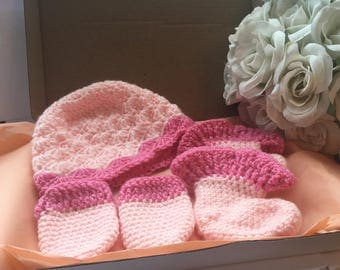 Handmade Crochet Baby Set! Hat, Booties and Scratch Mittens